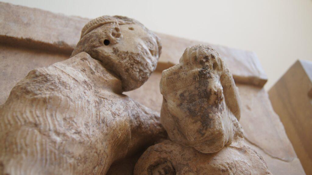 Teseo y el Minotauro. Tesoro de los Atenienses en Delfos.